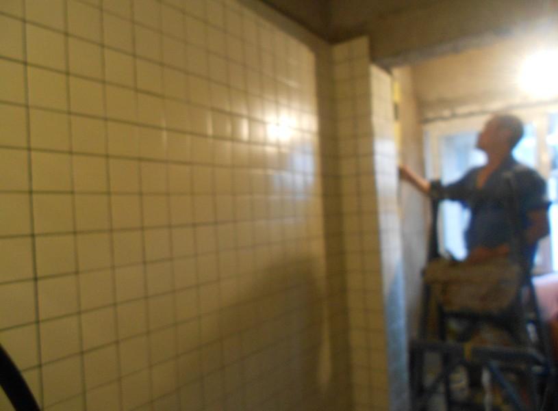 桐梓林世紀景園貼磚廚房廁所10*10現場貼磚實例