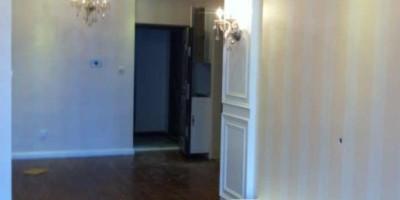 蓝光锦绣城地板墙纸安装后的效果图