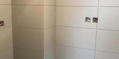 成都保利锦湖林语装修厨卫贴砖施工现场图