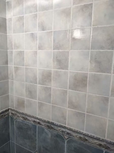 地板砖是瓷砖,地板是地板,地板砖是仿地板的瓷砖