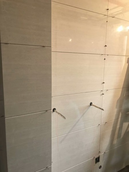 成都装修公司贴砖
